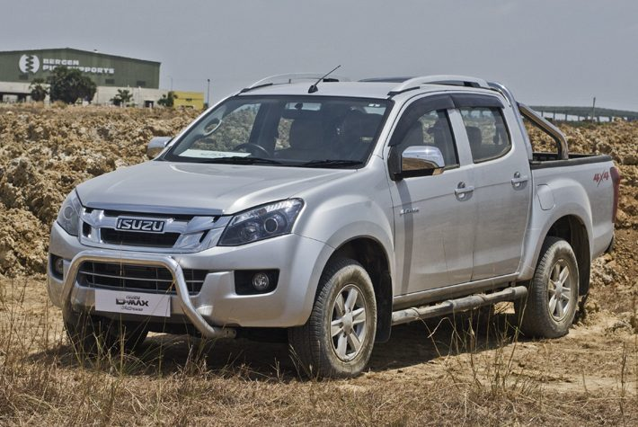 isuzu d max v cross prices announced motoring world. Black Bedroom Furniture Sets. Home Design Ideas