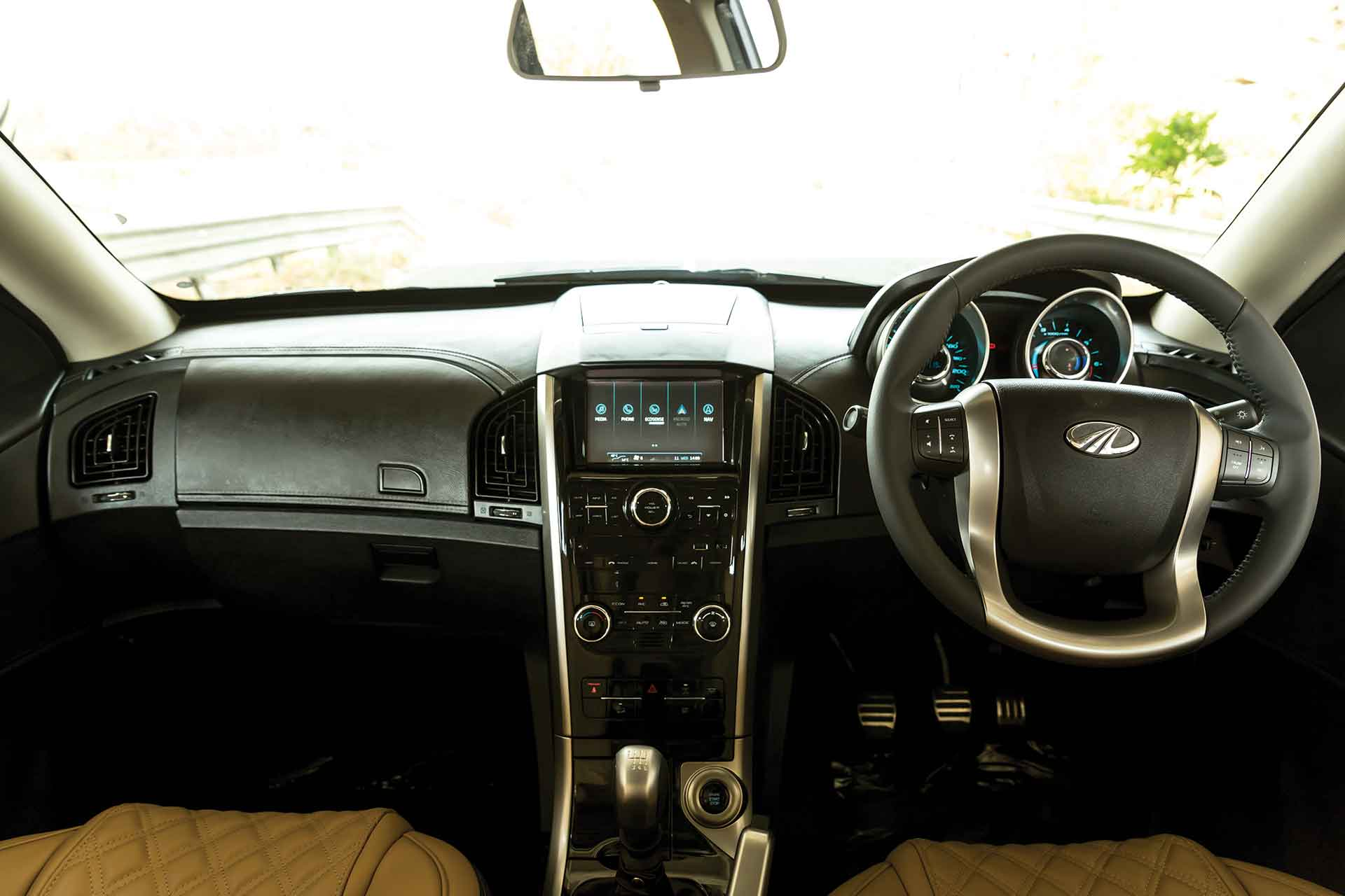 Mahindra XUV5OO Review
