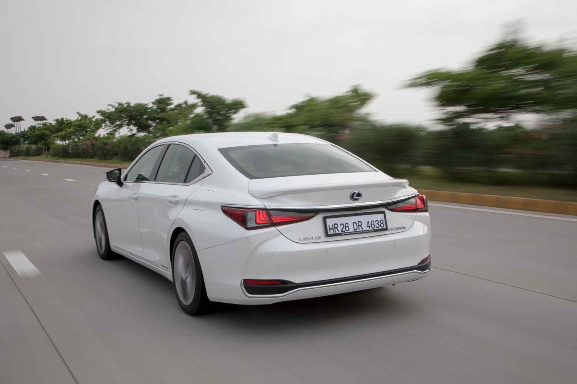 Lexus ES300h India Review Rear