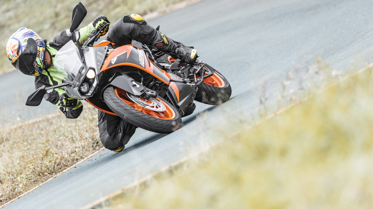 Line Of Control Ktm Rc 125 First Ride Review Motoring World